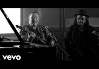"UB40 performing ""Red Red Wine"" unplugged"